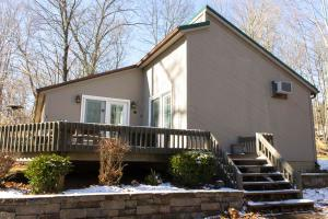 Undefined image of 1733 Mohican Lane, Sugar Grove, OH 43155