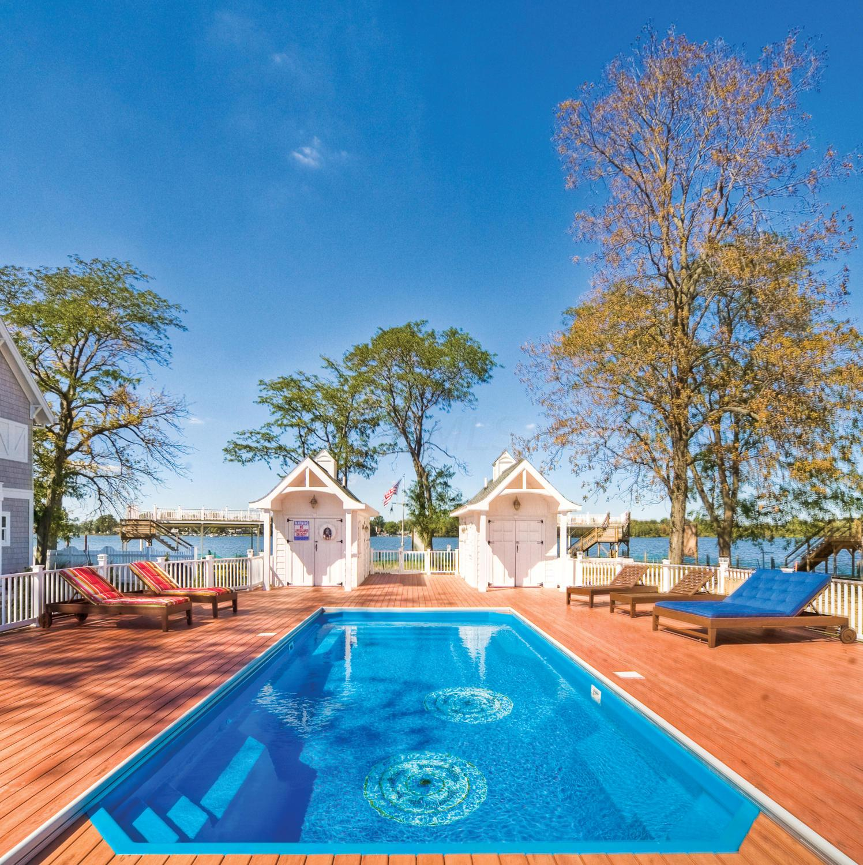Recretion Pool and Pool Houses