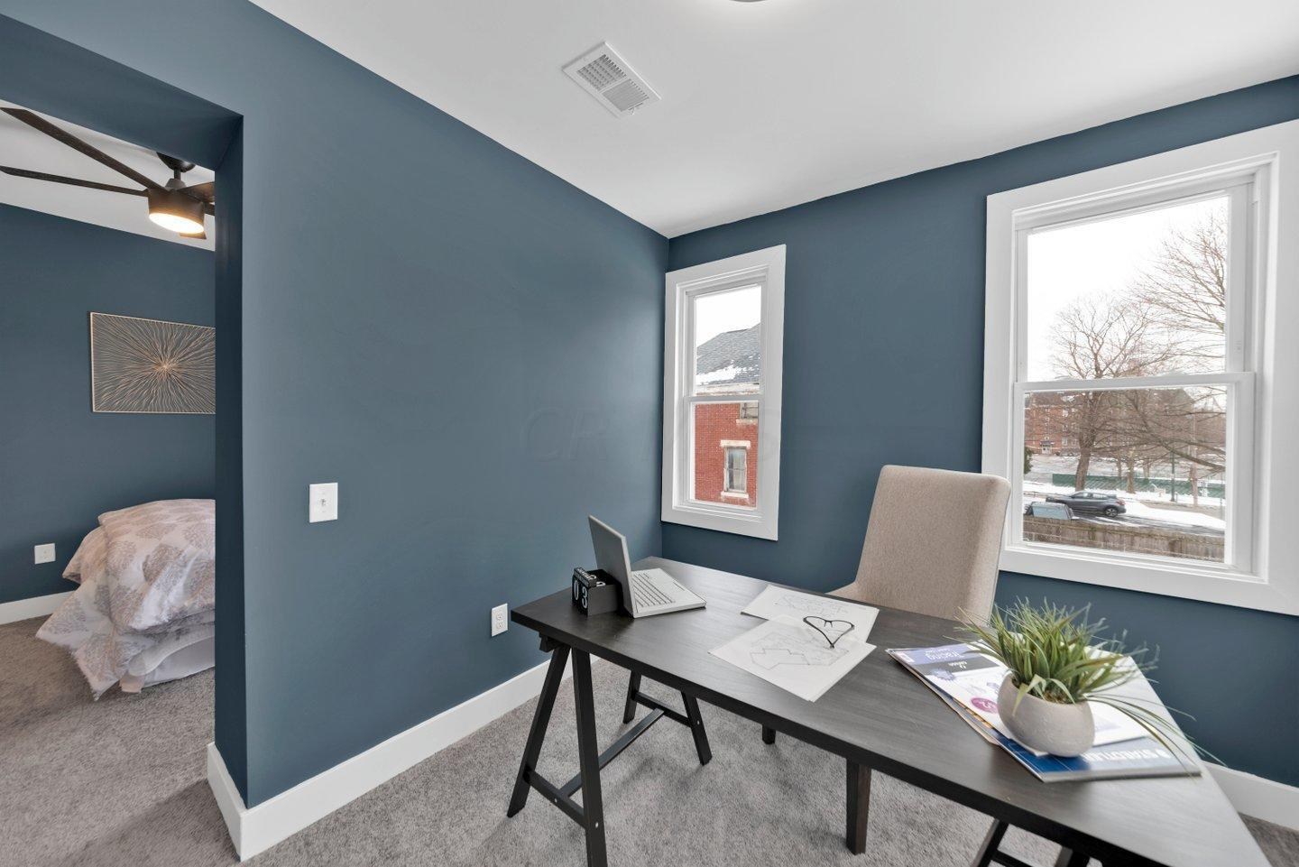 Master suite office/sitting area