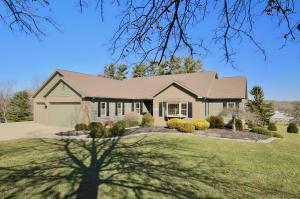 1400 Pinecrest Drive NE, Lancaster, OH 43130