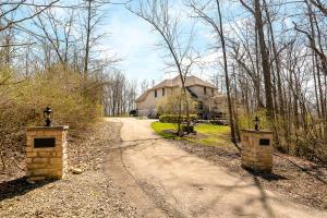 6805 Cook Road, Powell, OH 43065