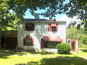 3 bedroom 2 full bathroom home situated on 1.5 acres!