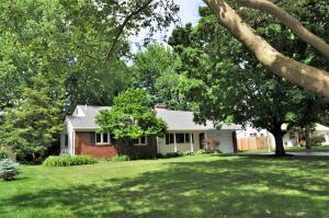 1380 Zollinger Road, Upper Arlington, OH 43221