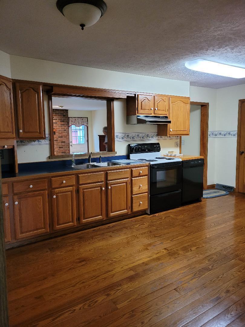 552 Kitchen June 23