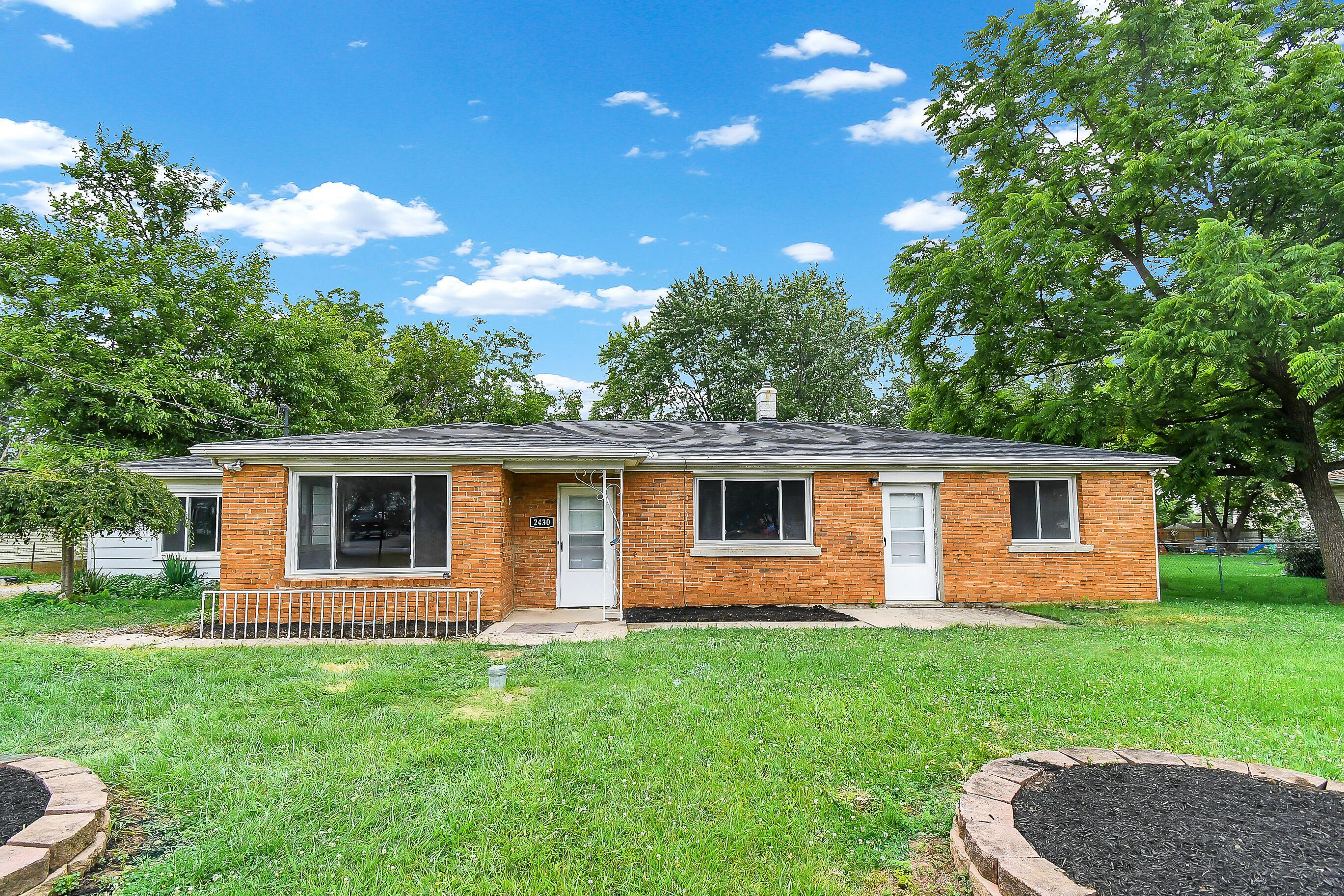 Photo of 2430 Chateau Street, Grove City, OH 43123