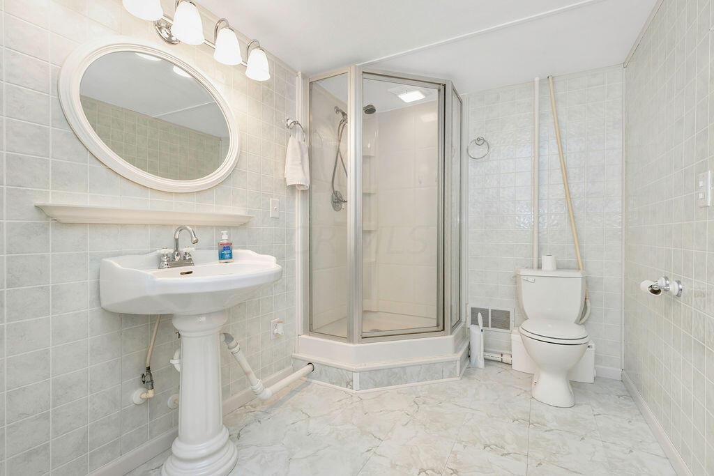36-Bathroom