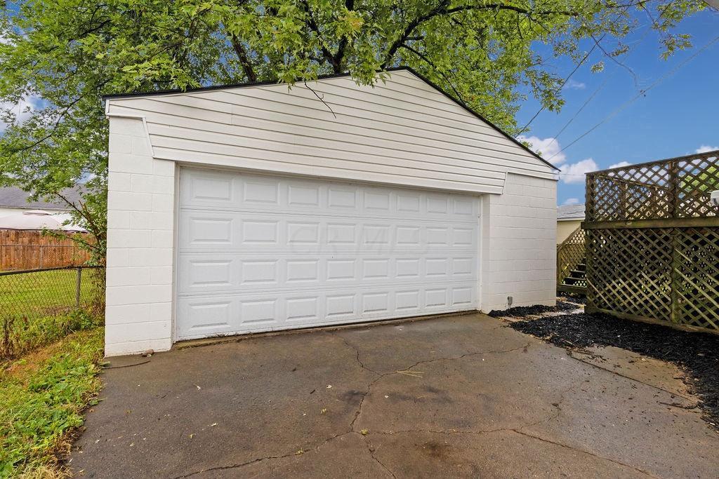 34. Garage