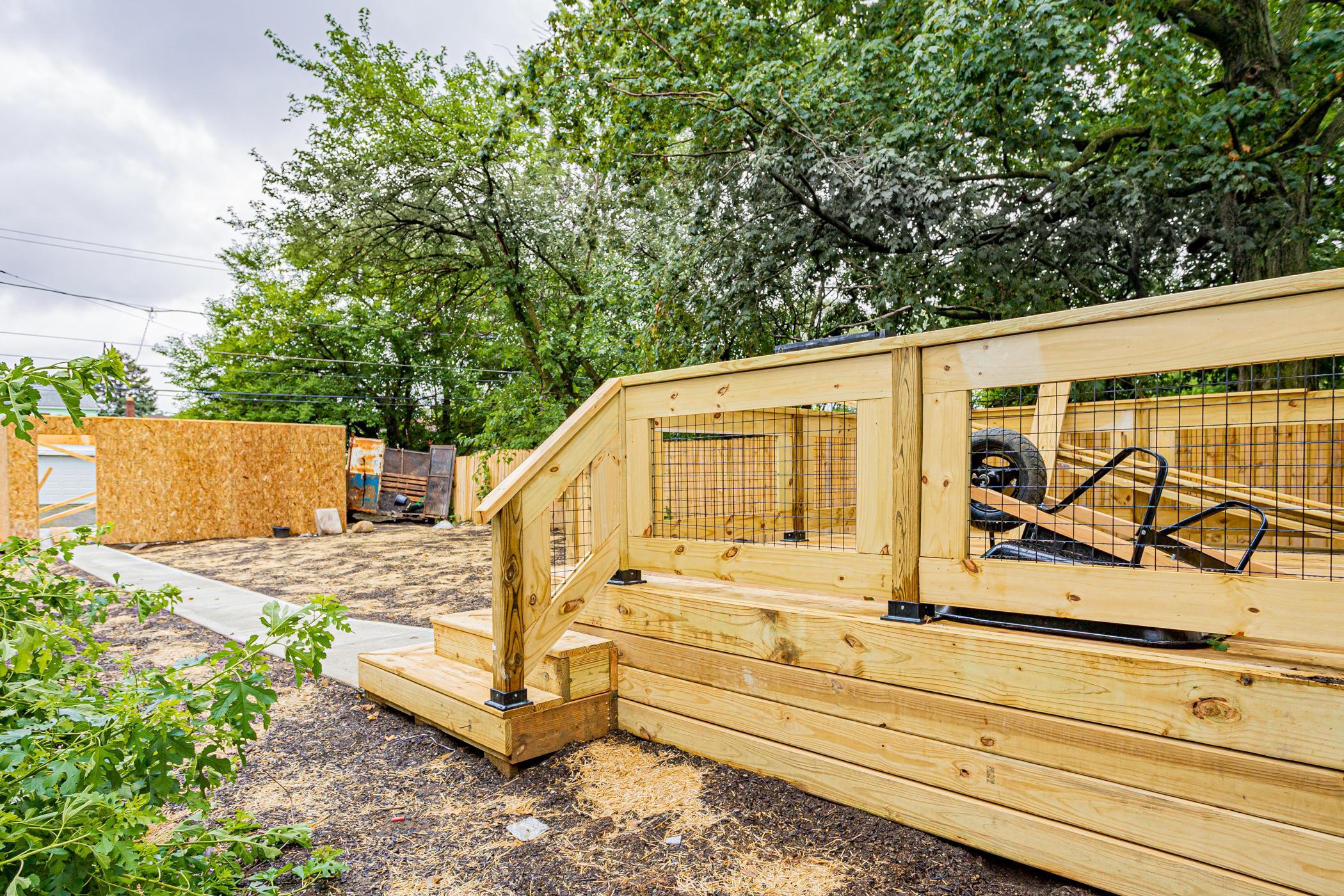 Rear Deck/Yard