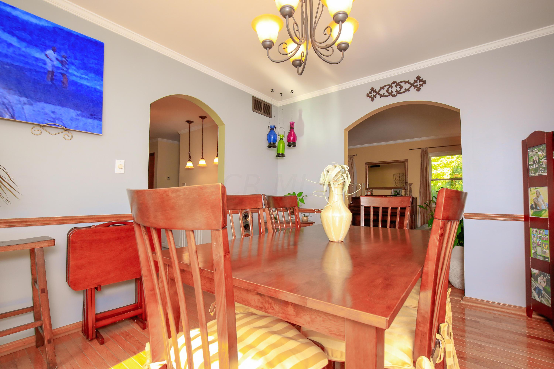 Dining Room- 4-1