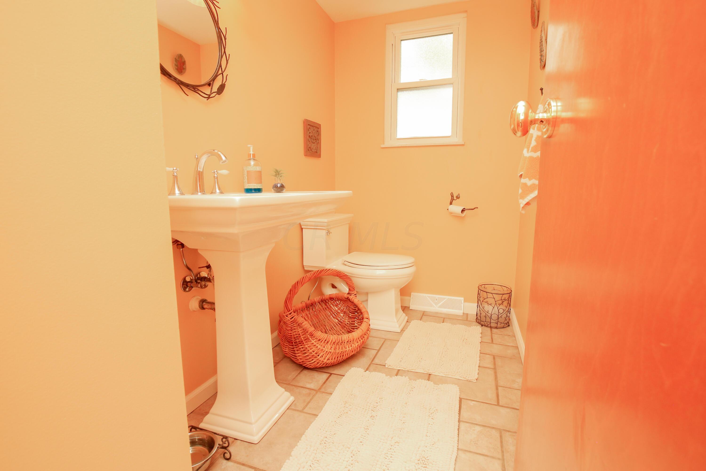 Bathroom 2- 1