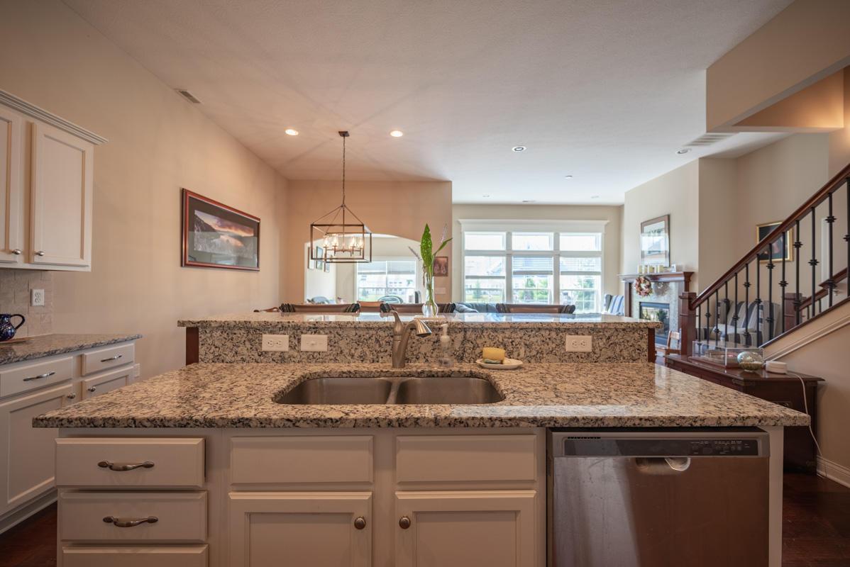 Granite Center Island/Sink/Cabinets