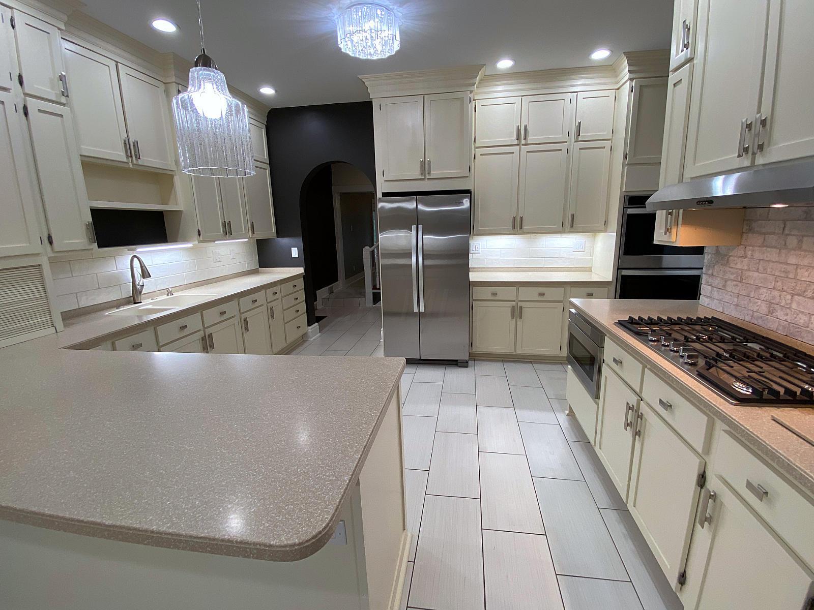 125 E Wheeling-Photo-8_Kitchen-Interior-