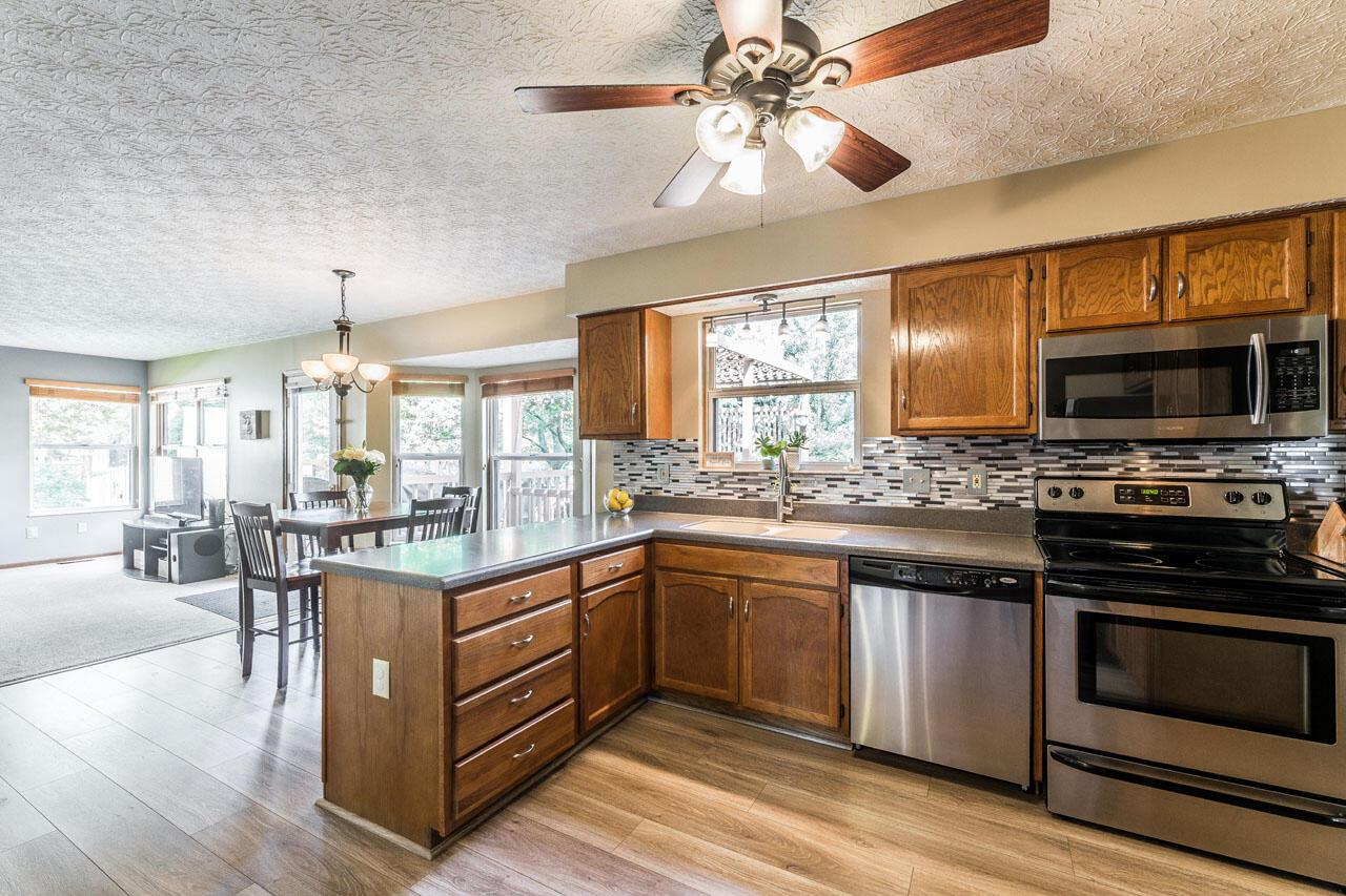 Kitchen, open to fam rm