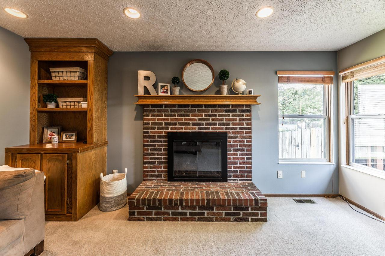 Gas log fireplace, mantel