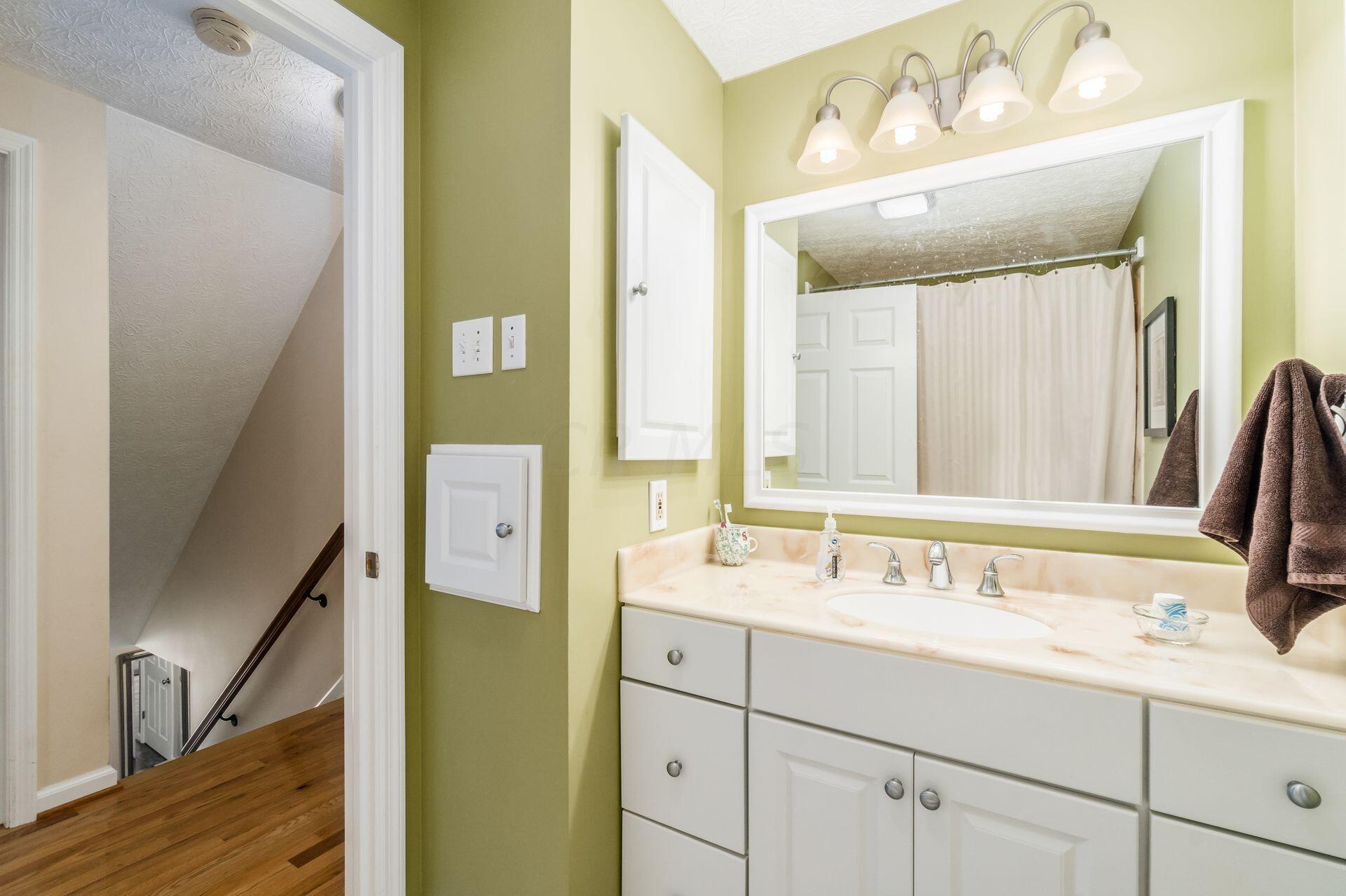 Stylish Vanity & Soaking Tub