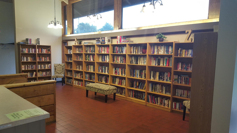 Library inside Harmon Lodge