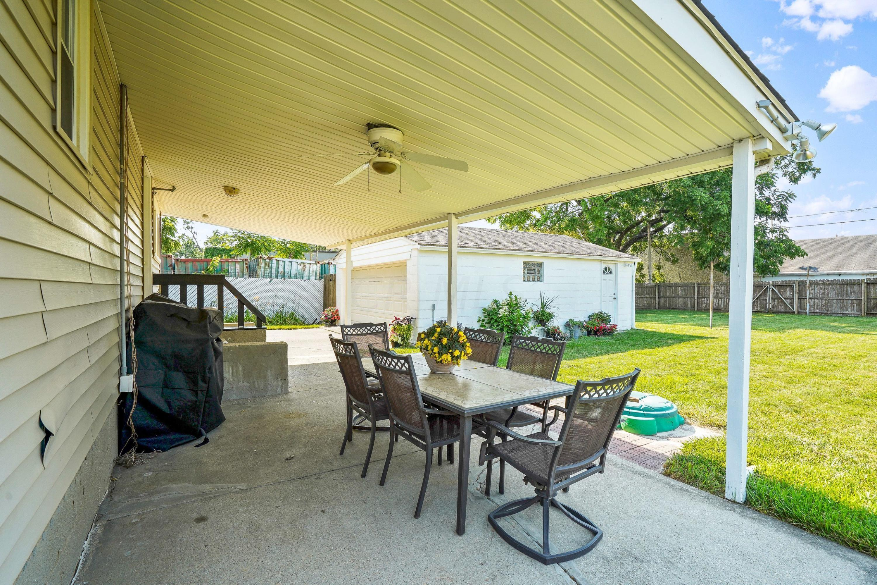 921 Chambers - covered patio