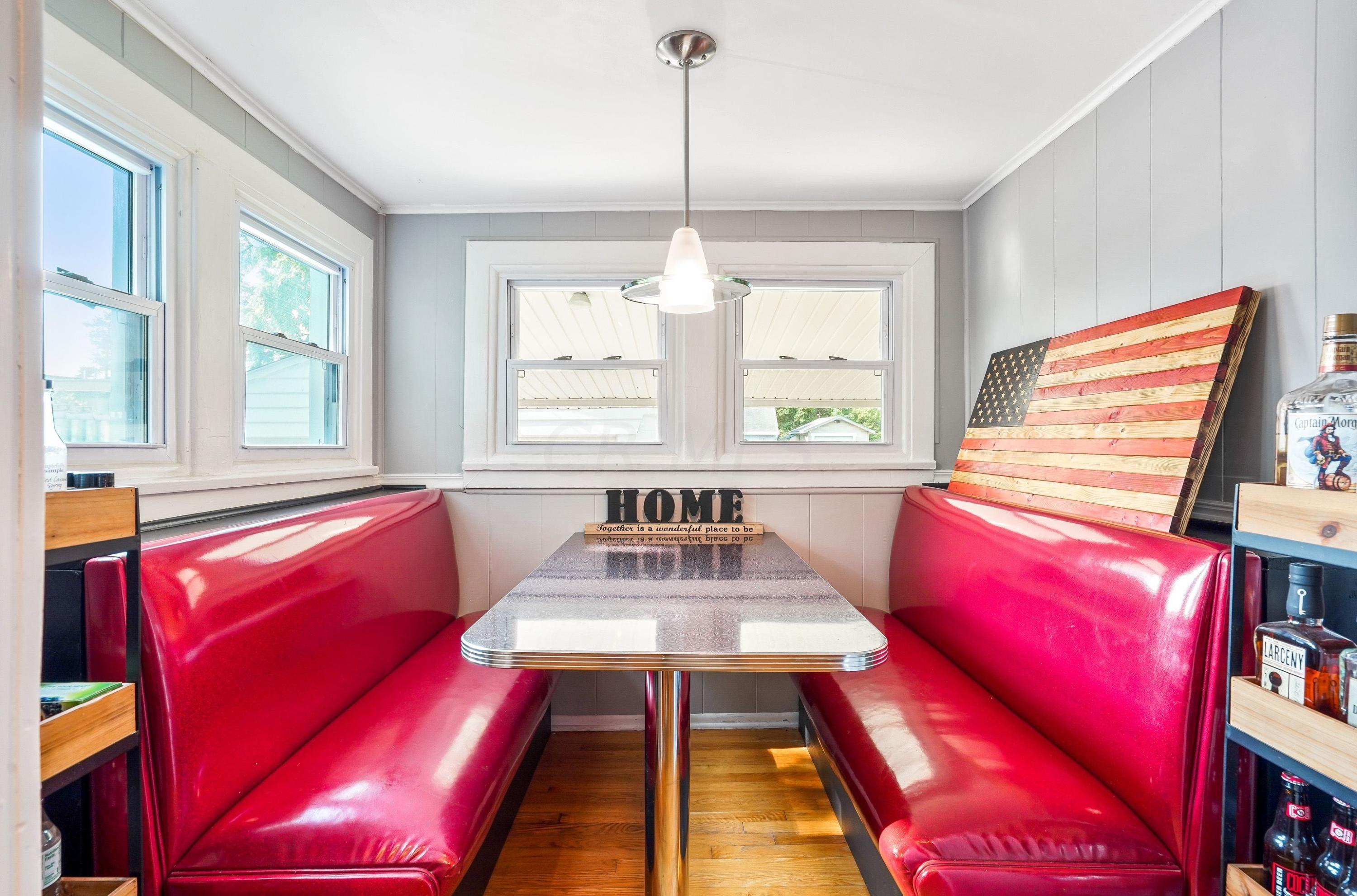 921 Chambers - diner booth