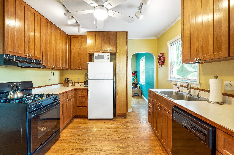921 Chambers - kitchen