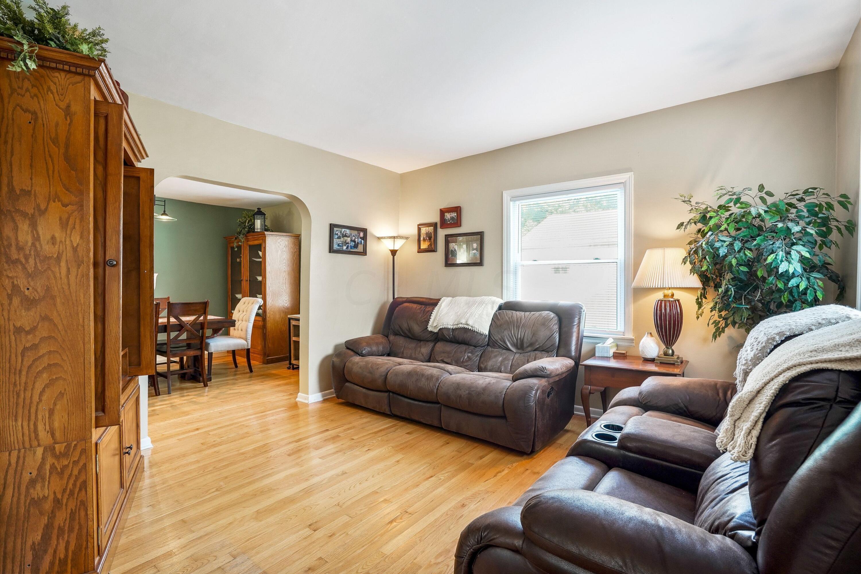 921 Chambers - Living room
