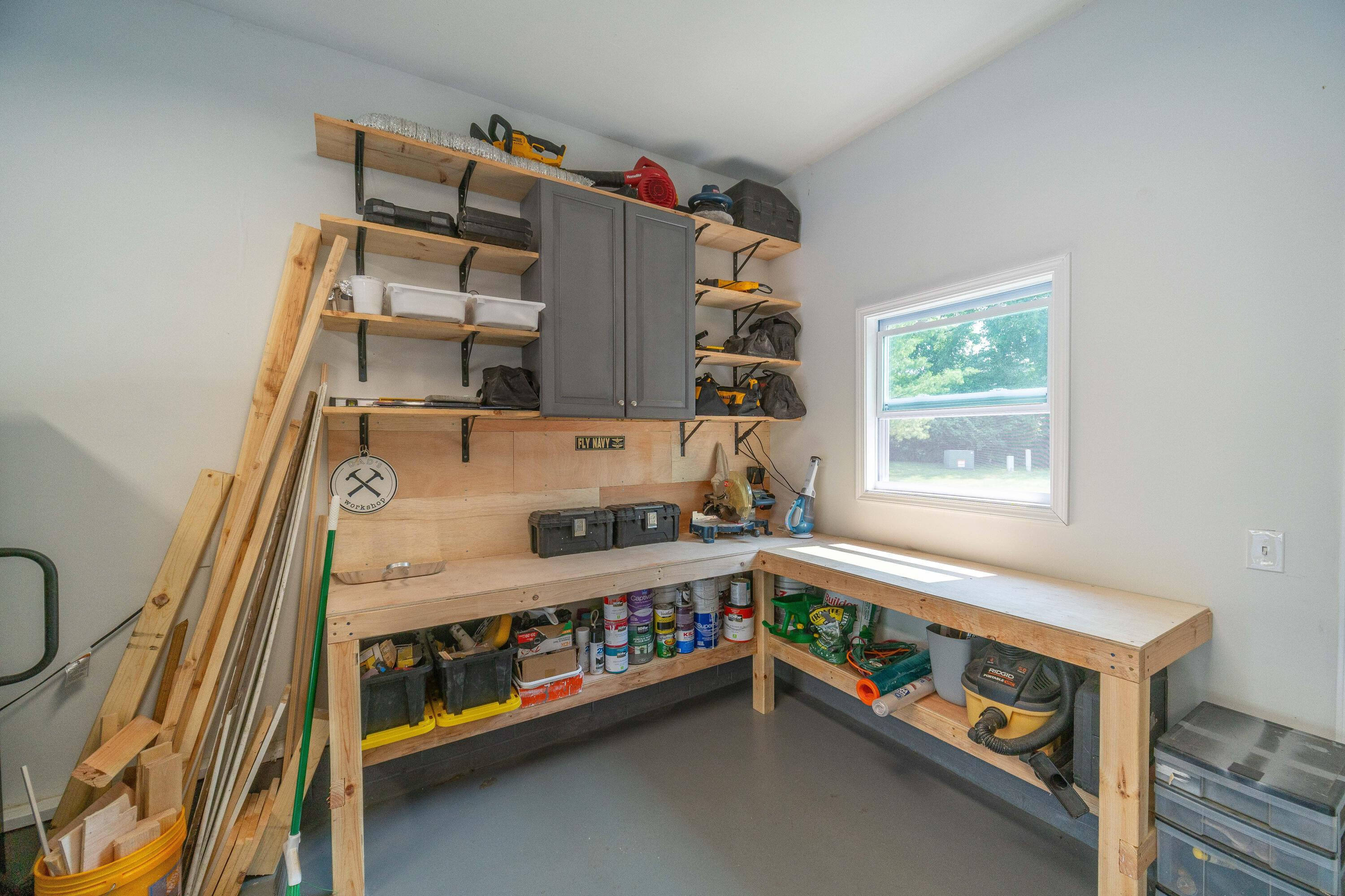 Garage with bump-out