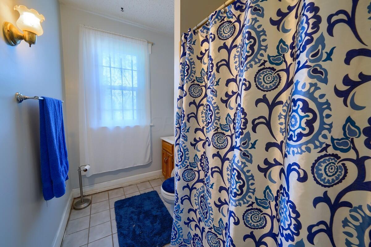 Side 107 Bathroom