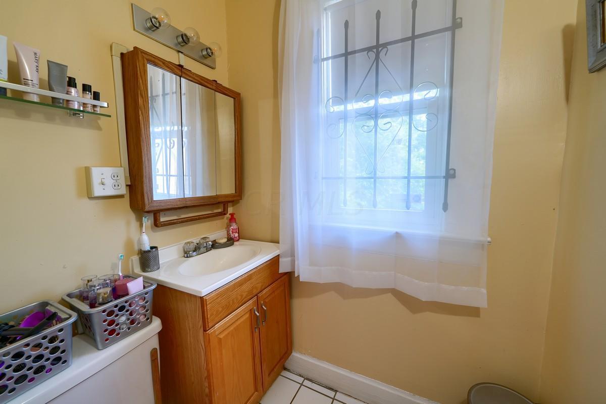 Side 103 Bathroom
