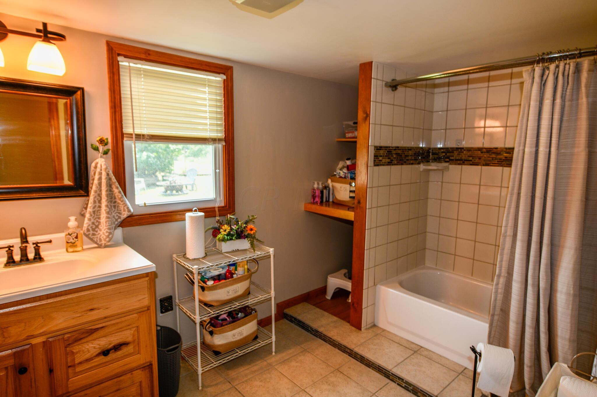 Full Bath: 7'x11' w/3' Deep Alcove