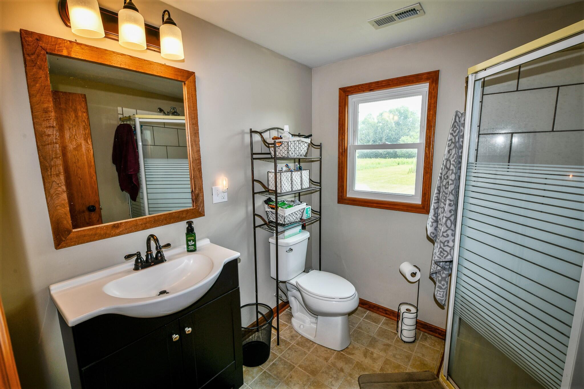 2nd Full Bath: 7'x7' w/Tiled Flr.