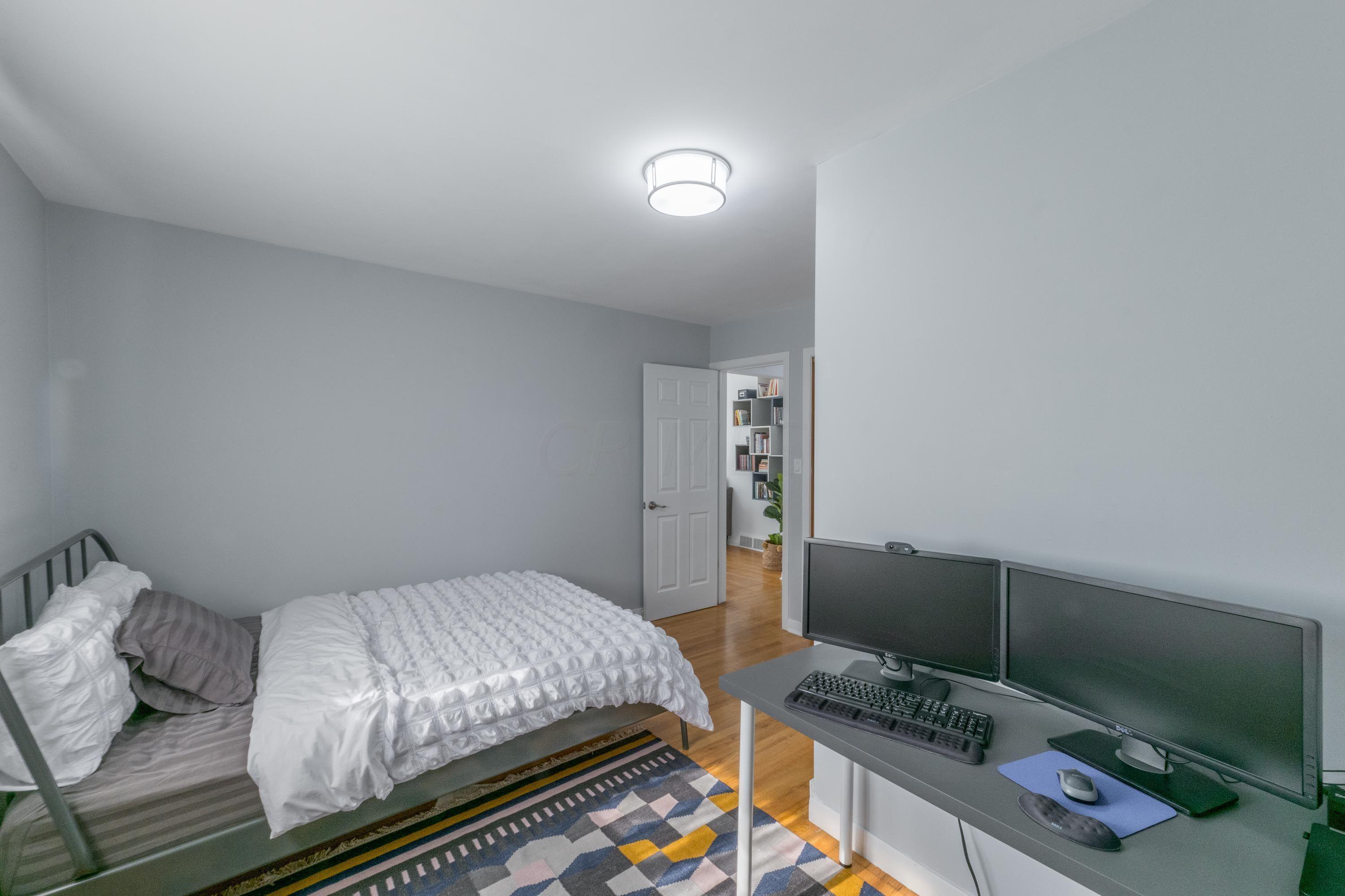 Bedroom - 2 desk area