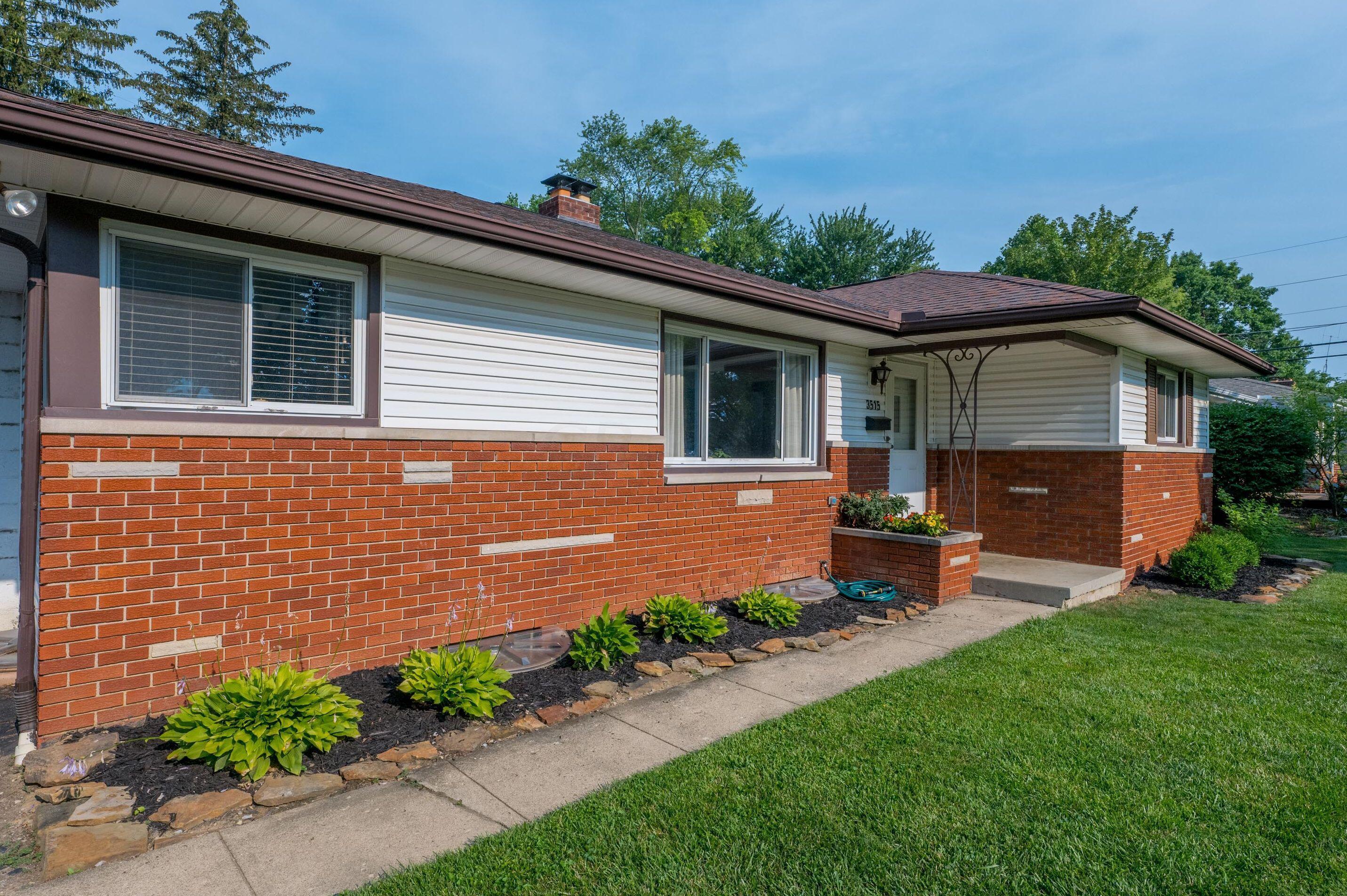 Easy care brick and vinyl exterior