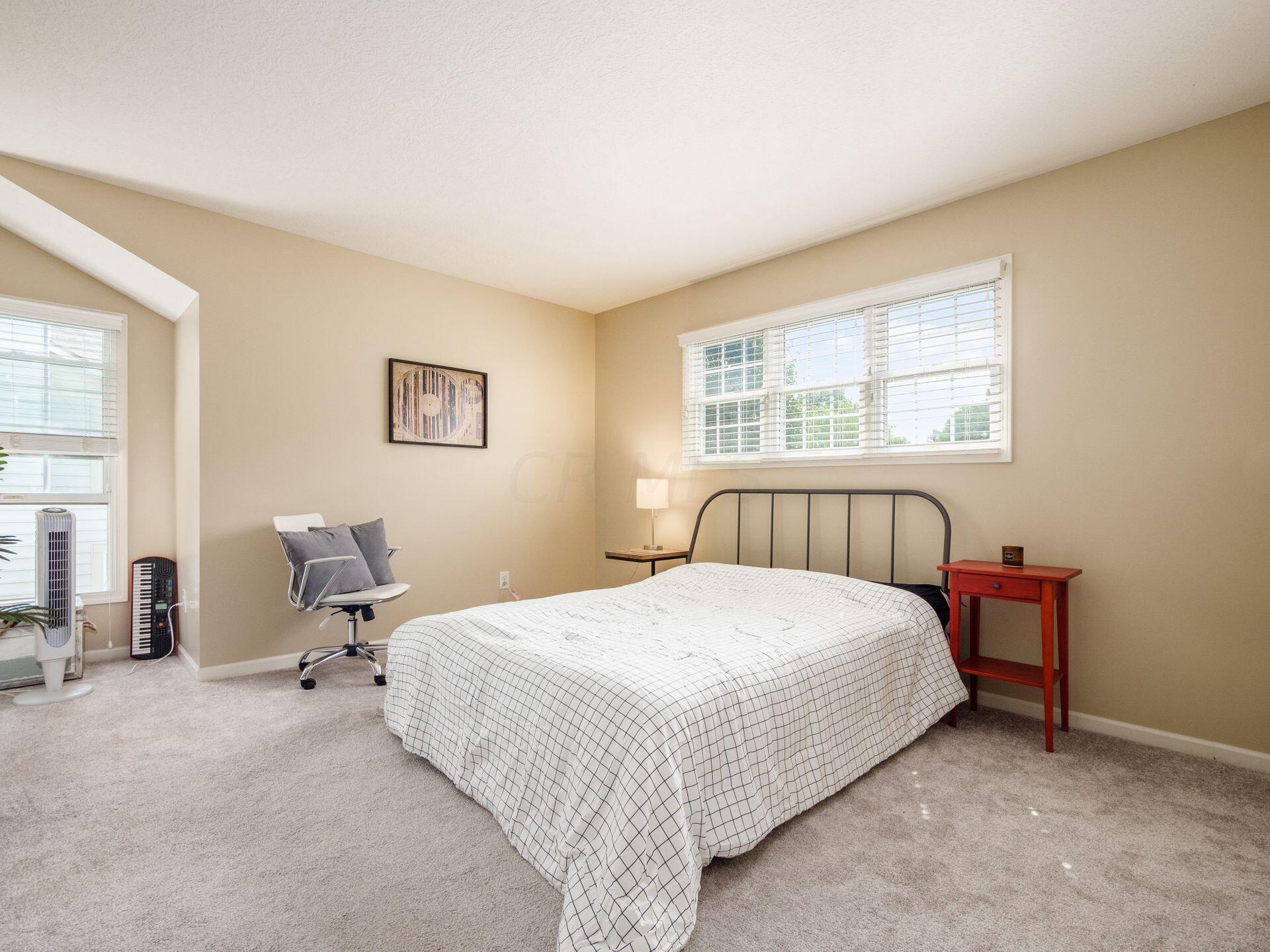 Bedroom 3 w/pretty alcove