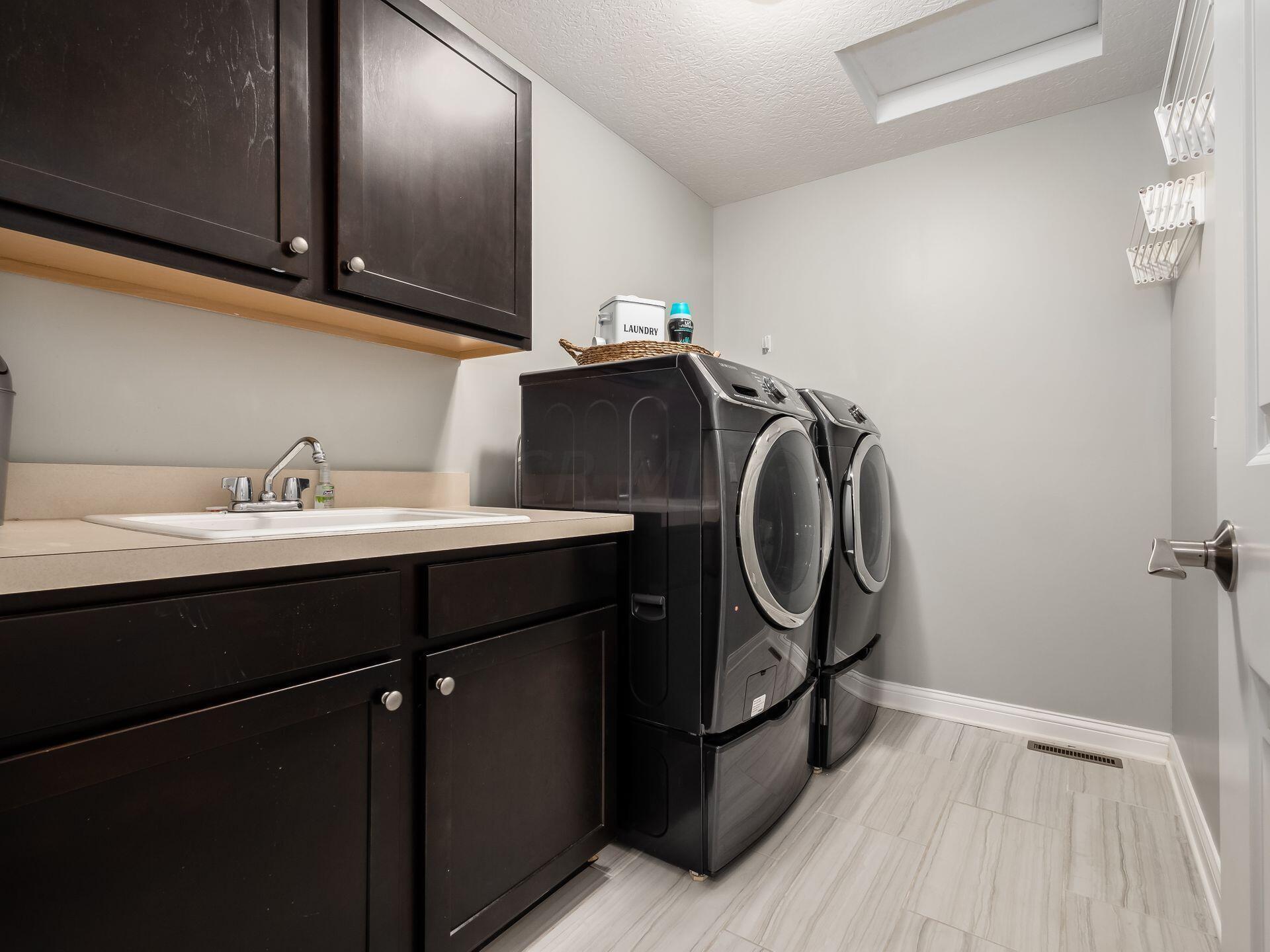 2nd fl Laundry