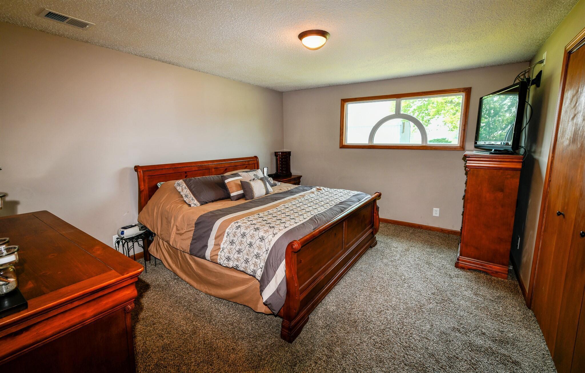 Bedroom #1: 14'x14.5'