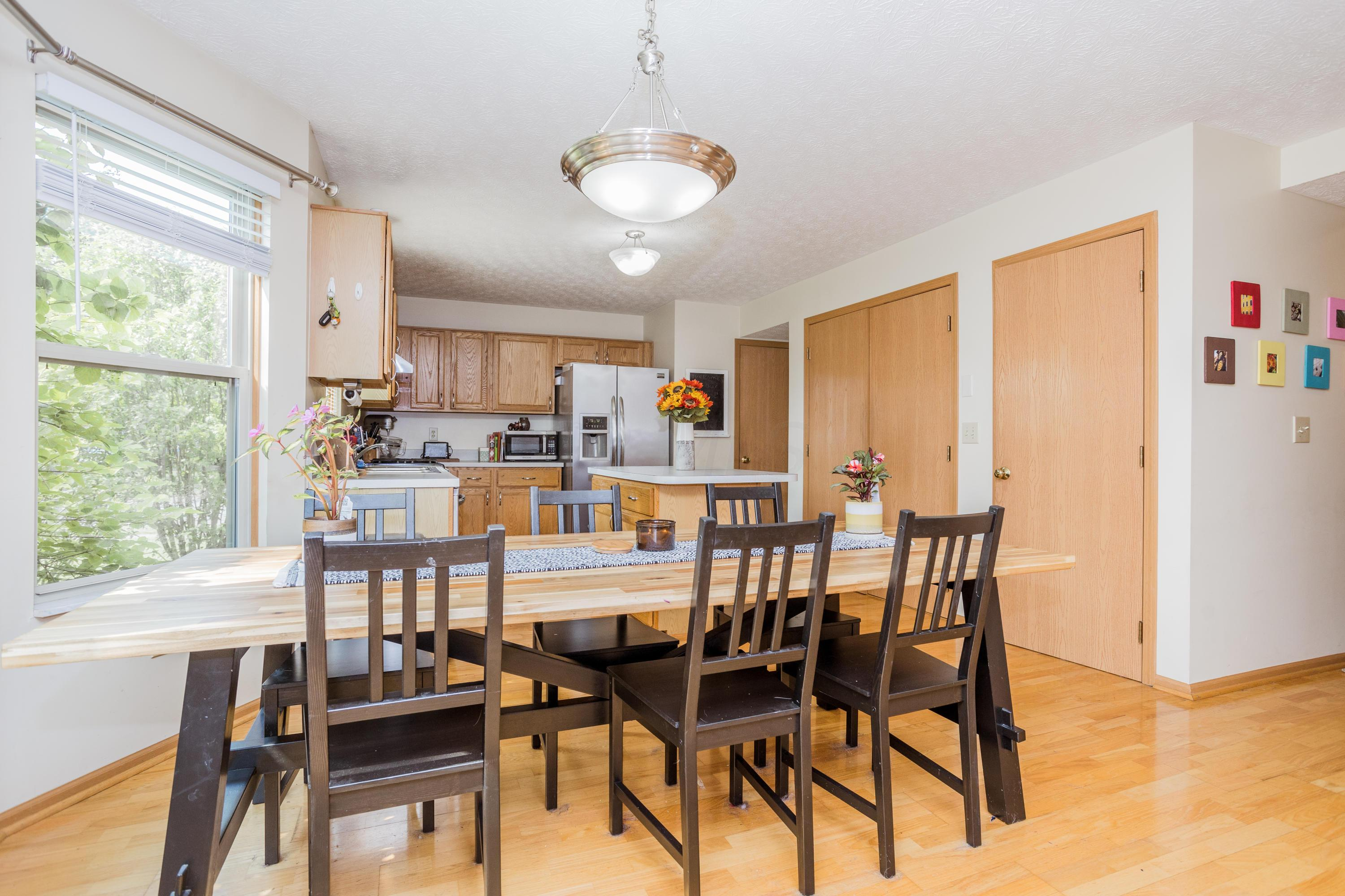 Eat-In Area of Kitchen