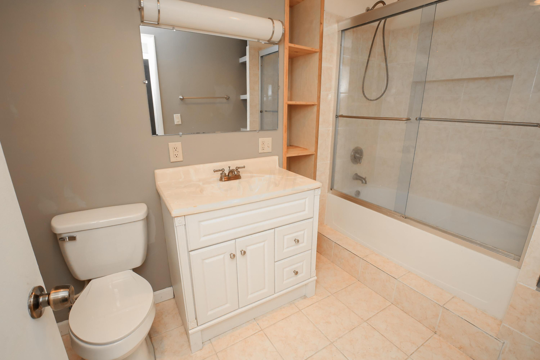 Full Bathroom 2- 1