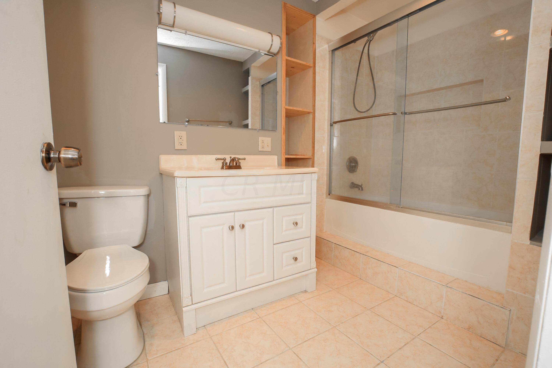 Full Bathroom 2- 2