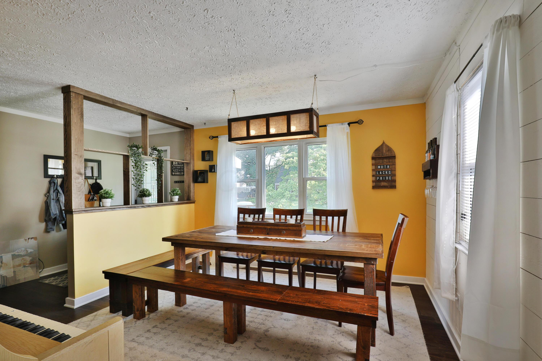 Flexible dining room/living room