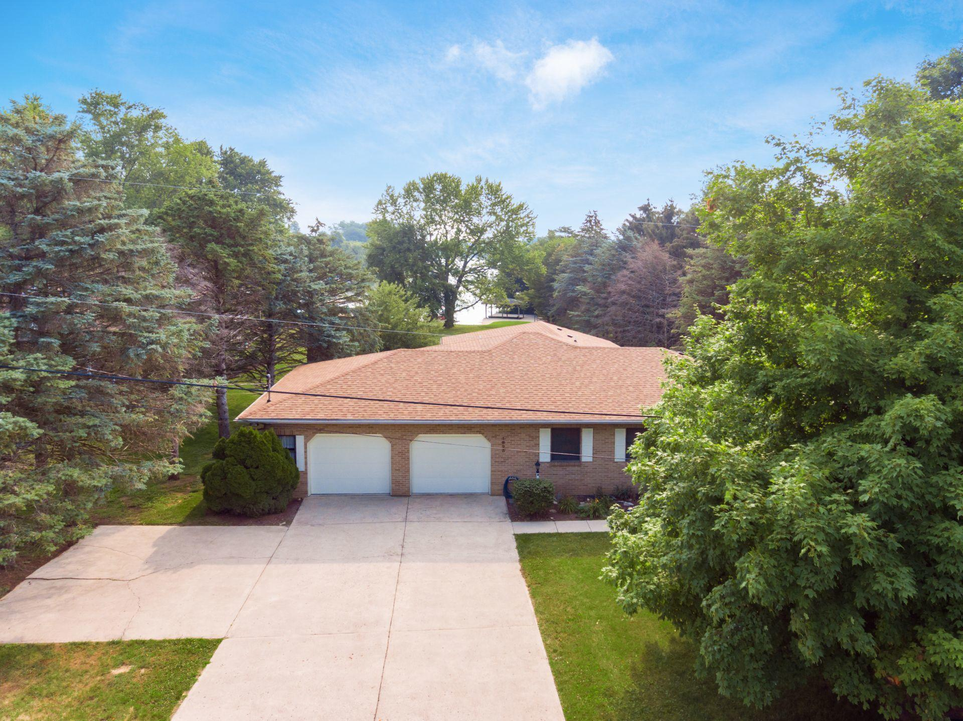 Drone - Brick Ranch with Lakeview