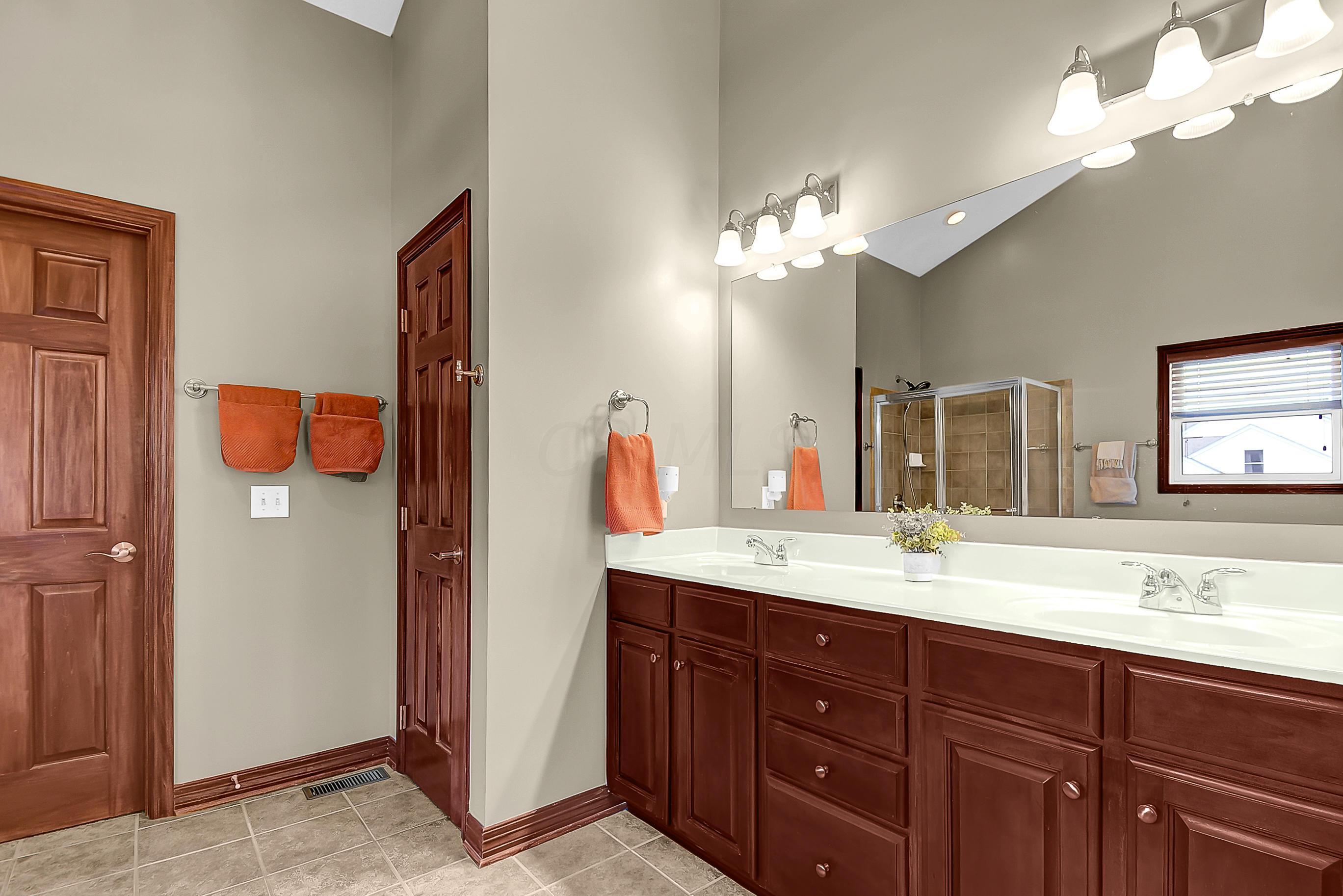 Elegant OS Bathroom