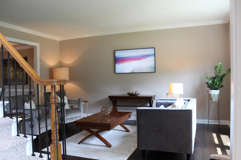 Formal LVNG / Sitting Room