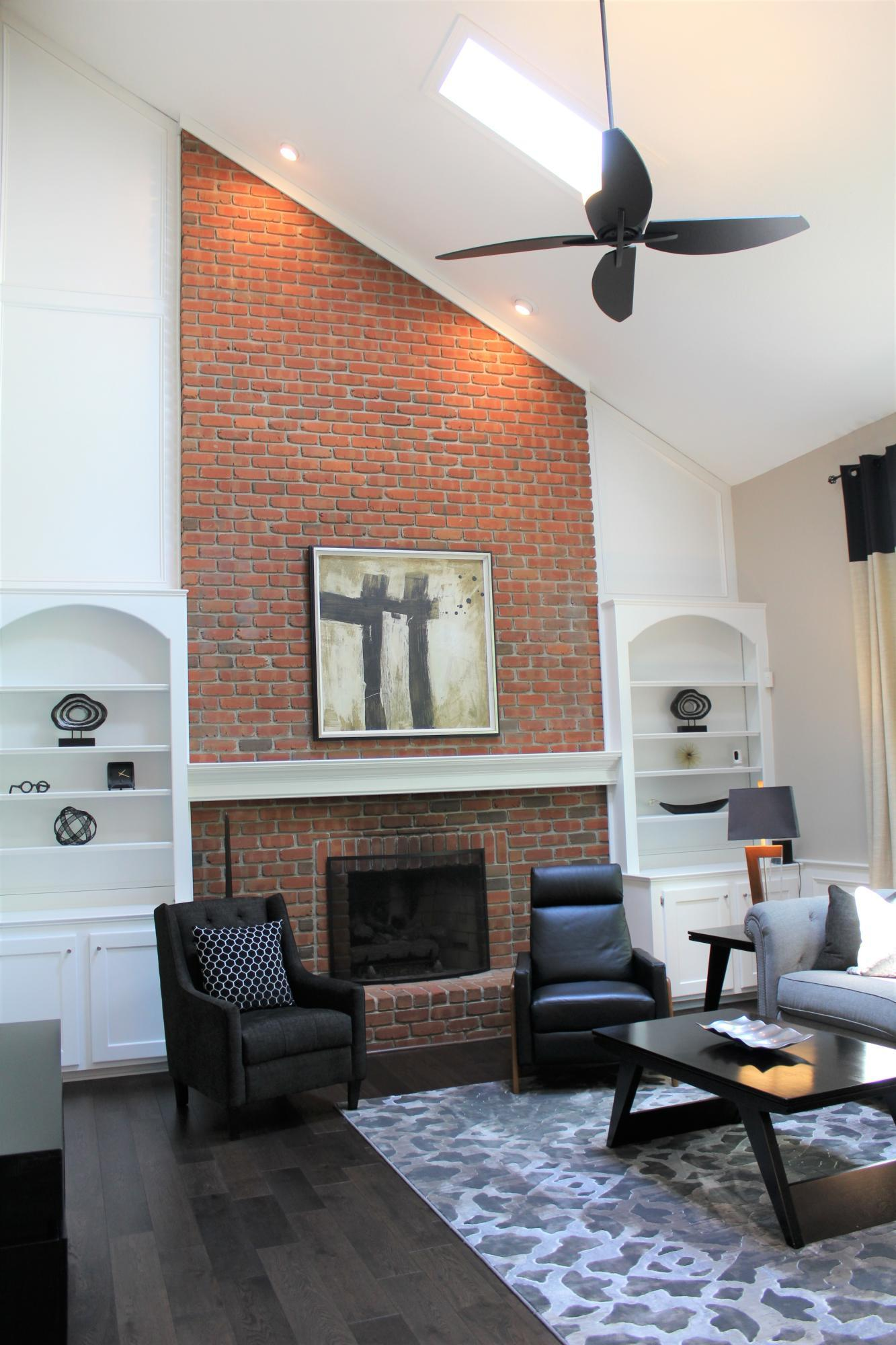 Vaulted ceiling & gas fireplace