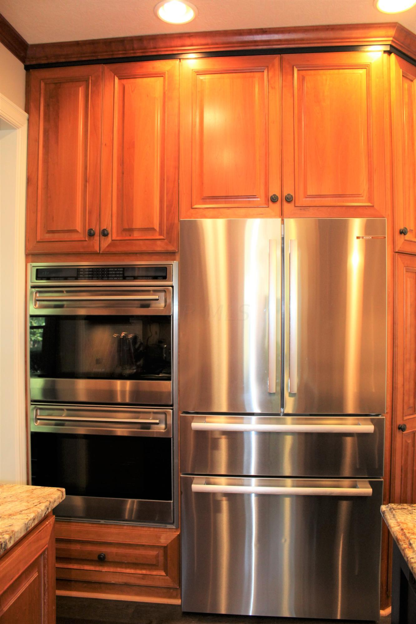 Wolf double oven / Bosch Refrigerator