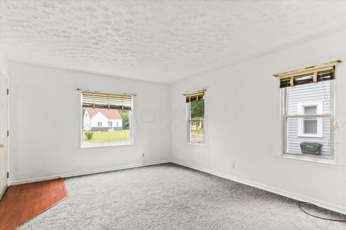 04-Living Area