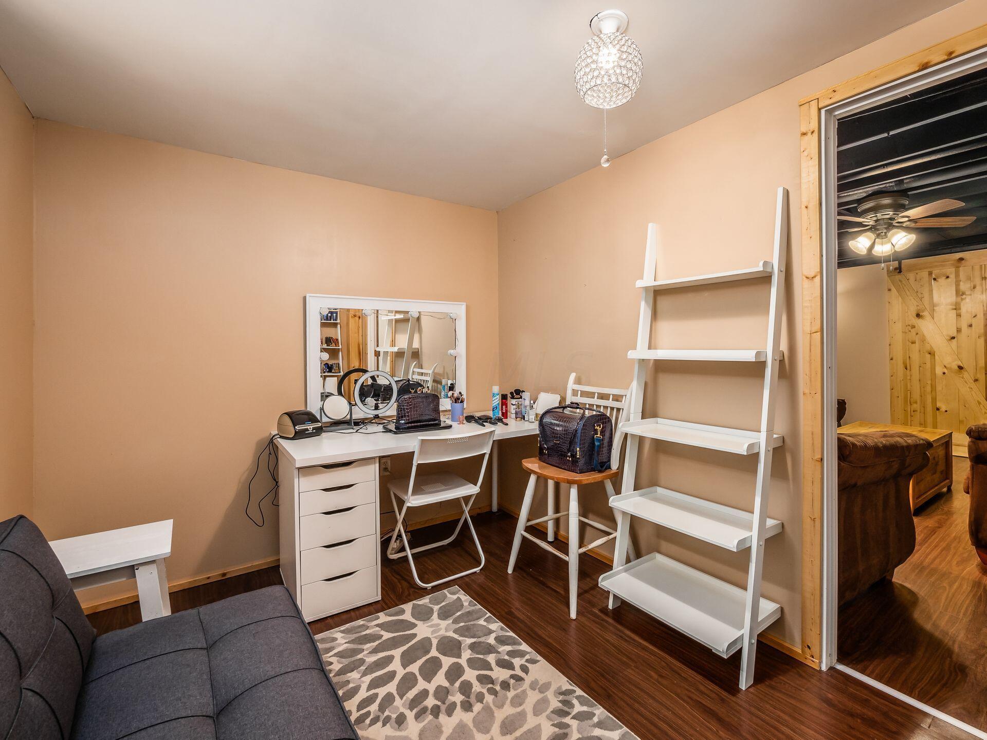 Closet & window in bonus room