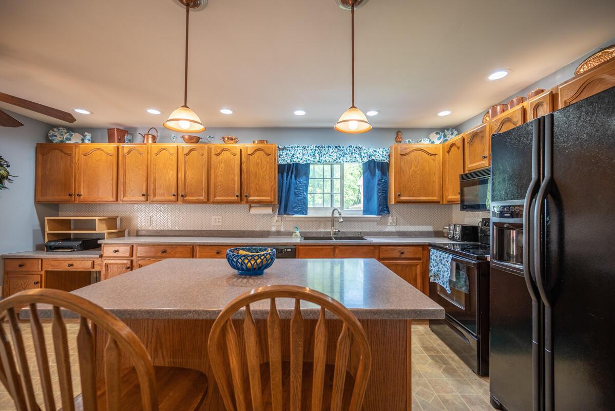 1300 Deerlick kitchen 2