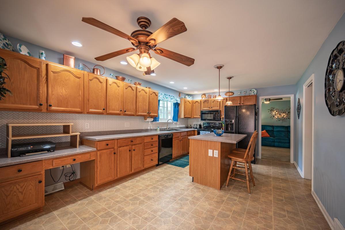 1300 Deerlick kitchen 3