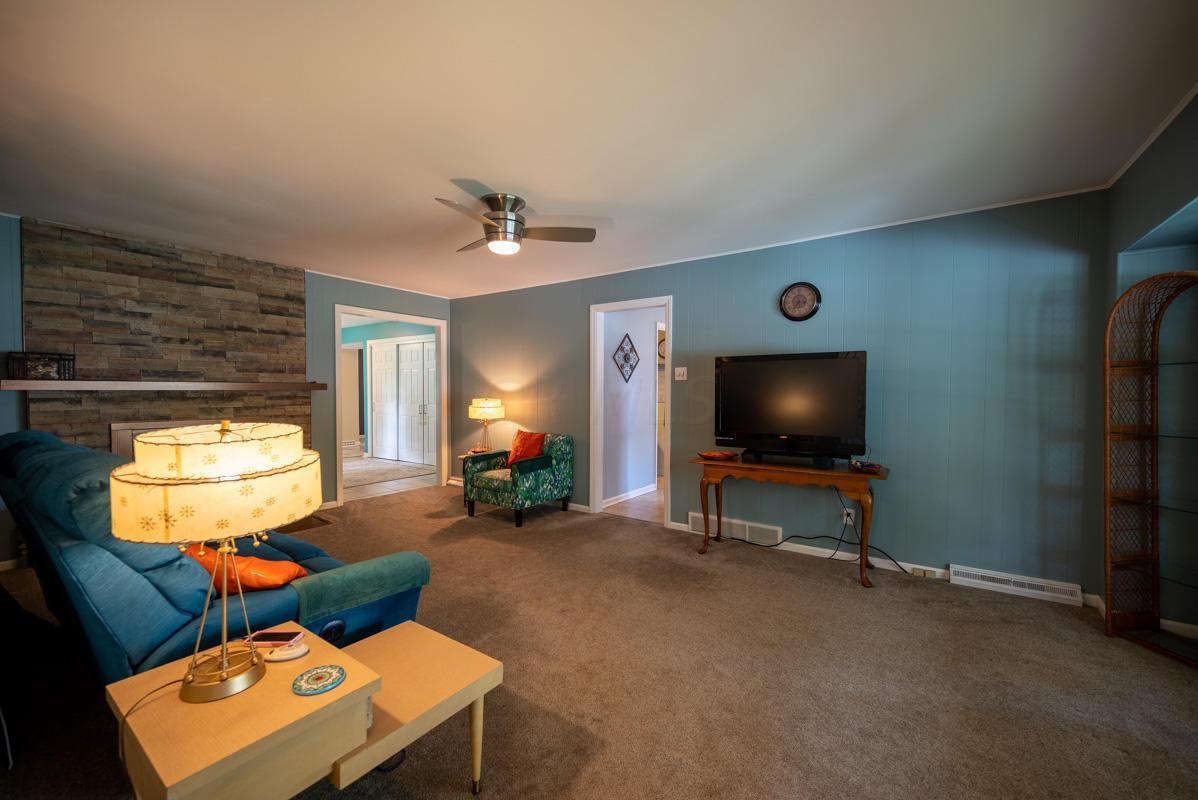 1300 Deerlick living room 1