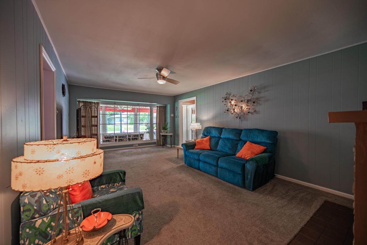1300 Deerlick living room 2