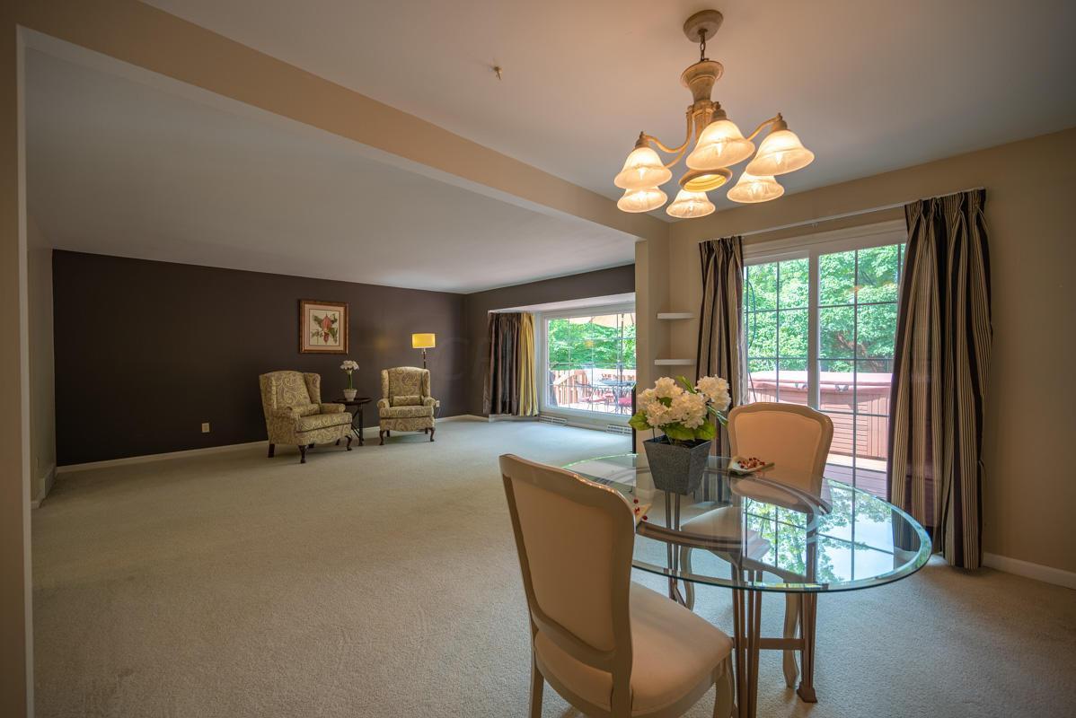 1300 Deerlick family room 2